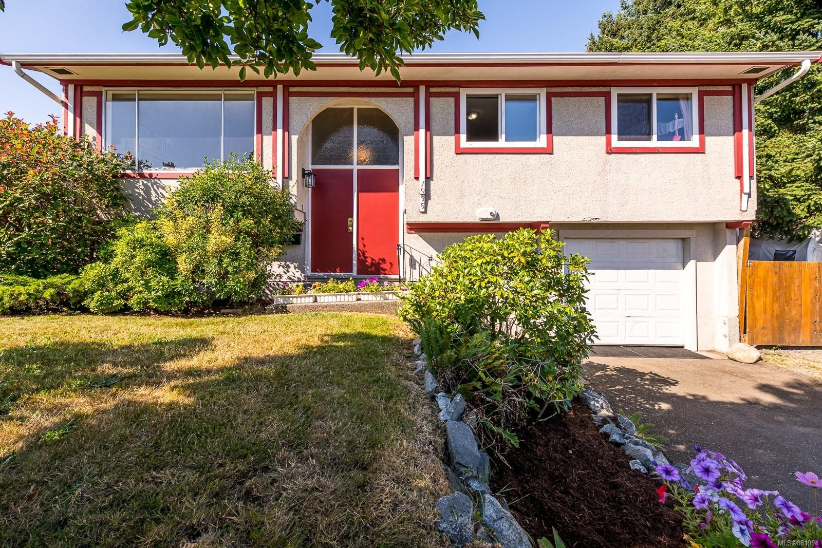 Photo 1: Photos: 1935 Fitzgerald Ave in : CV Courtenay City House for sale (Comox Valley)  : MLS®# 881994