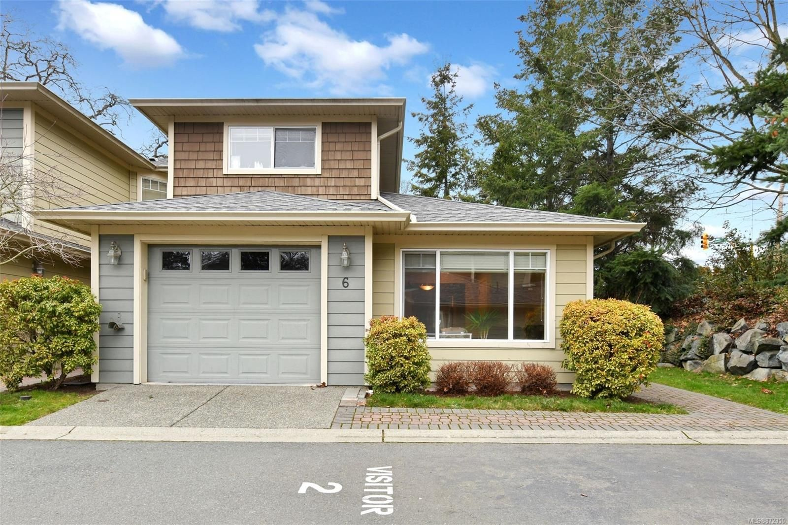 Main Photo: 6 4165 Rockhome Gdns in : SE High Quadra Row/Townhouse for sale (Saanich East)  : MLS®# 872350