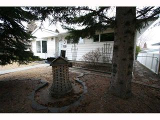 Photo 3: 28 HARROW Crescent SW in CALGARY: Haysboro Residential Detached Single Family for sale (Calgary)  : MLS®# C3419230