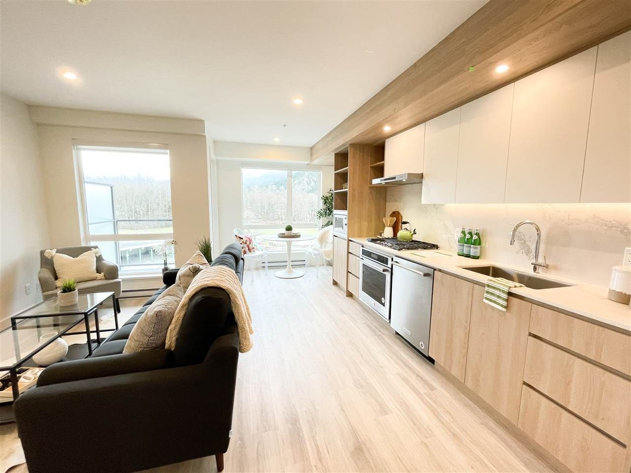 """Main Photo: 524 38362 BUCKLEY Avenue in Squamish: Downtown SQ Condo for sale in """"Jumar"""" : MLS®# R2533886"""