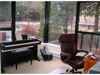 """Photo 13: 301 15 E ROYAL Avenue in New Westminster: Fraserview NW Condo for sale in """"VICTORIA HILL HIGHRISE RESIDENCES"""" : MLS®# V872446"""