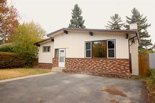 Photo 2: 10224 8 Street SW in Calgary: Southwood Detached for sale : MLS®# A1153893