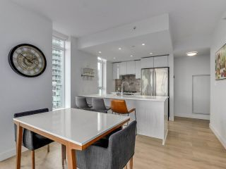 "Photo 10: 920 3557 SAWMILL Crescent in Vancouver: South Marine Condo for sale in ""RIVER DISTRICT - ONE TOWN CENTER"" (Vancouver East)  : MLS®# R2554560"