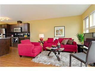 Photo 1: 103 1405 Esquimalt Rd in VICTORIA: Es Saxe Point Row/Townhouse for sale (Esquimalt)  : MLS®# 588177