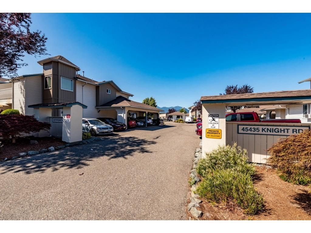 """Main Photo: 15 45435 KNIGHT Road in Chilliwack: Sardis West Vedder Rd Townhouse for sale in """"KEY POINT VILLAS"""" (Sardis)  : MLS®# R2603528"""