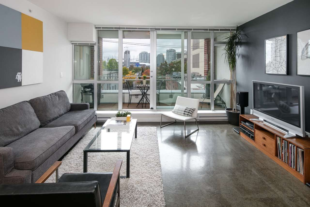 """Main Photo: 405 221 UNION Street in Vancouver: Mount Pleasant VE Condo for sale in """"V6A"""" (Vancouver East)  : MLS®# R2115784"""