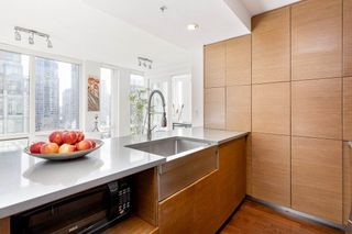 "Photo 12: 802 565 SMITHE Street in Vancouver: Downtown VW Condo for sale in ""VITA"" (Vancouver West)  : MLS®# R2539615"