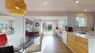 Photo 8: 6417 SAMRON Road in Sechelt: Sechelt District House for sale (Sunshine Coast)  : MLS®# R2536314