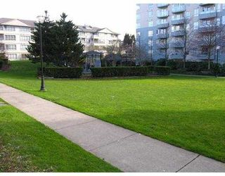 """Photo 7: 4990 MCGEER Street in Vancouver: Collingwood VE Condo for sale in """"THE CONNAUGHT"""" (Vancouver East)  : MLS®# V634908"""