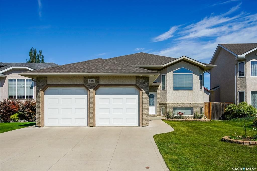 Main Photo: 730 Greaves Crescent in Saskatoon: Willowgrove Residential for sale : MLS®# SK817554