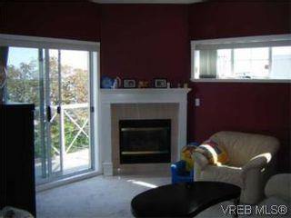 Photo 4: PH9 1371 Hillside Ave in VICTORIA: Vi Oaklands Condo for sale (Victoria)  : MLS®# 511291