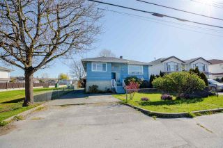 """Photo 1: 329 WOOD Street in New Westminster: Queensborough House for sale in """"Queensborough"""" : MLS®# R2571025"""