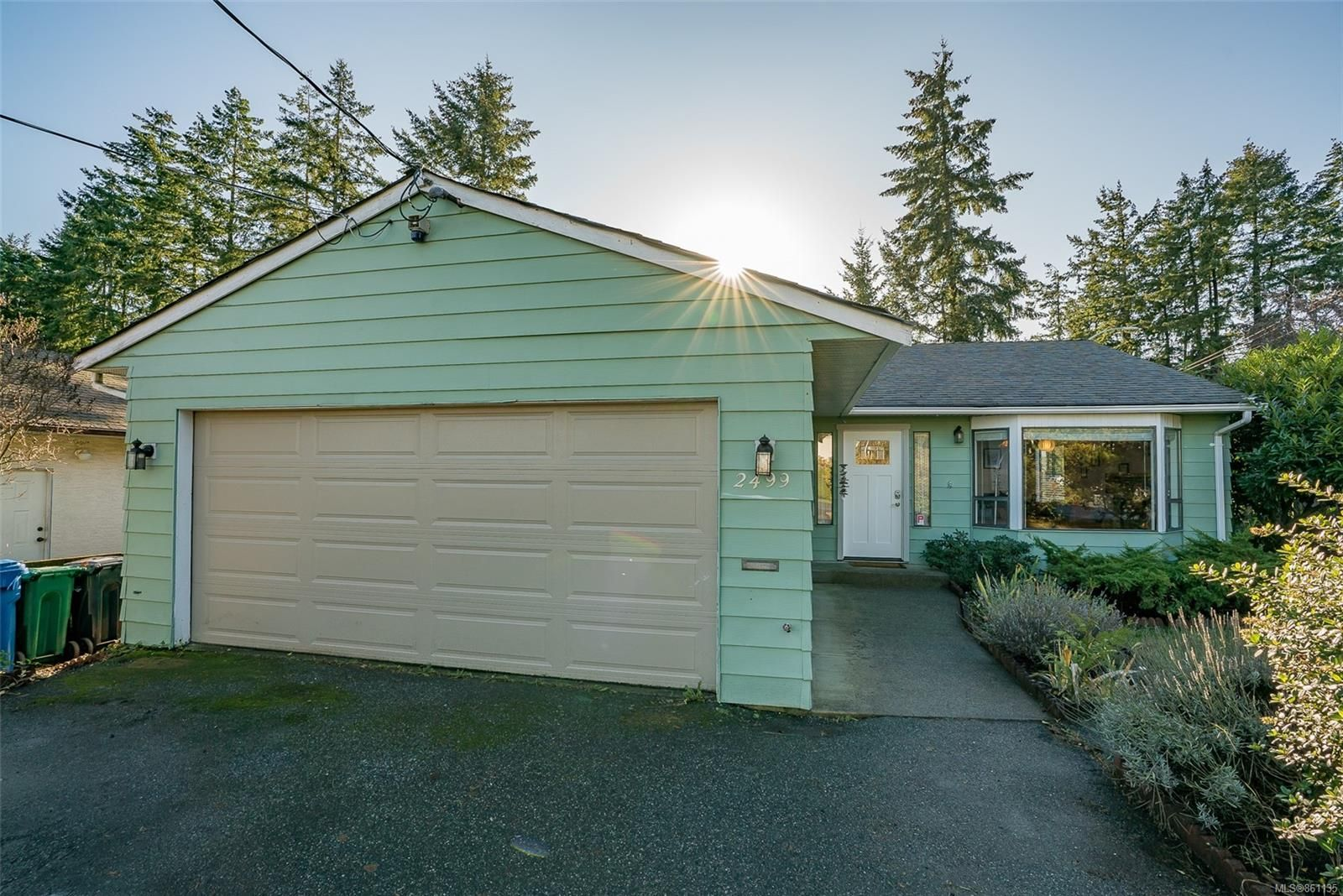 Main Photo: 2499 Divot Dr in Nanaimo: Na Departure Bay House for sale : MLS®# 861135