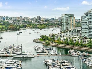 Photo 19: 2105 1033 MARINASIDE Crescent in Vancouver: Yaletown Condo for sale (Vancouver West)  : MLS®# R2614504