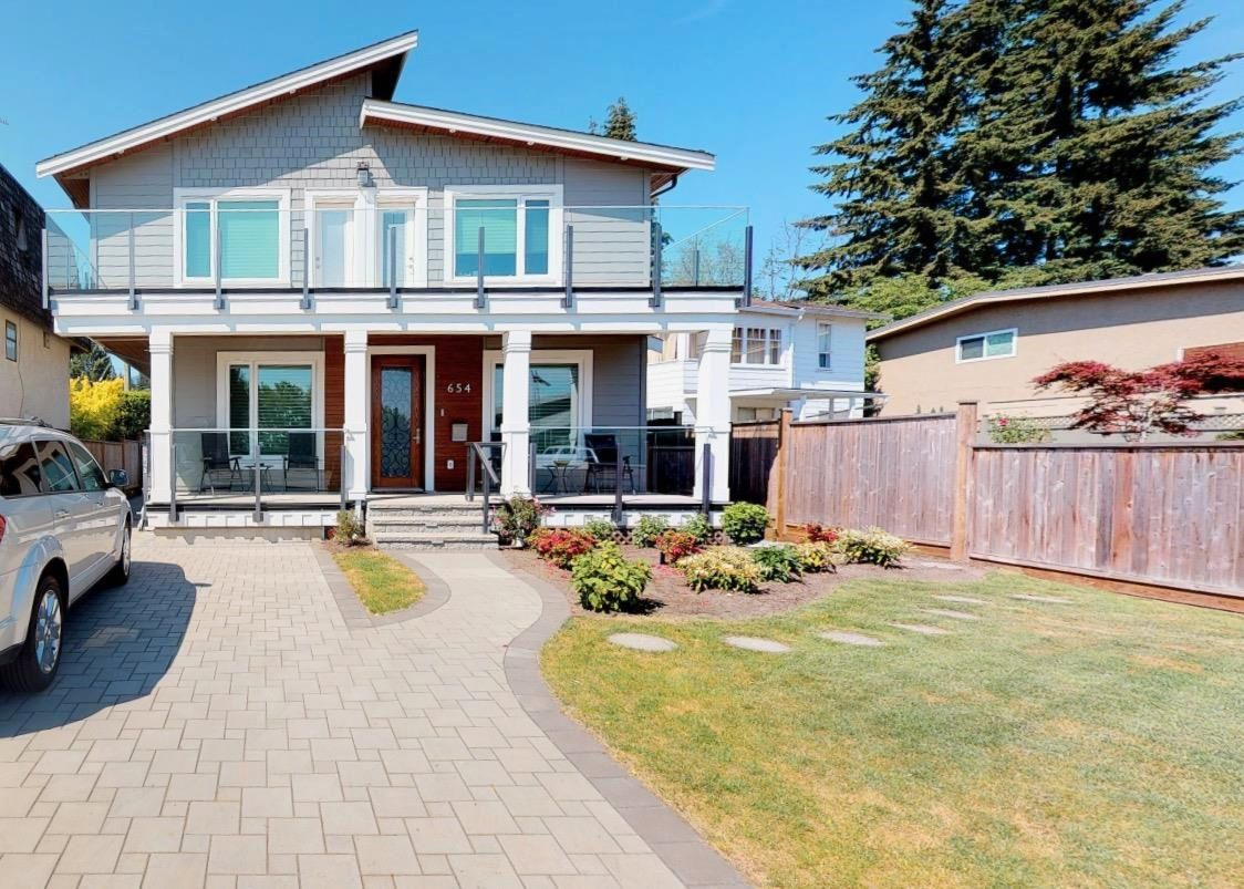 654 17th St W North Vancouver
