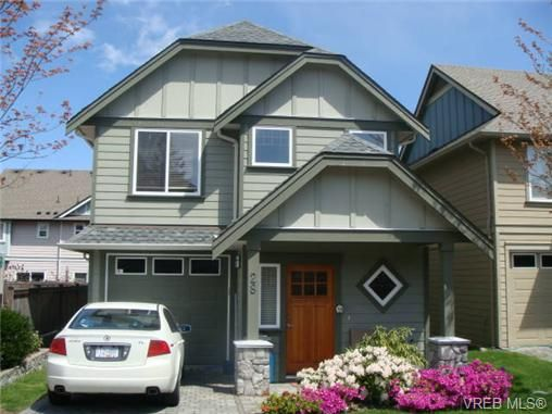Main Photo: 28 2210 Sooke Rd in VICTORIA: Co Hatley Park Row/Townhouse for sale (Colwood)  : MLS®# 677745