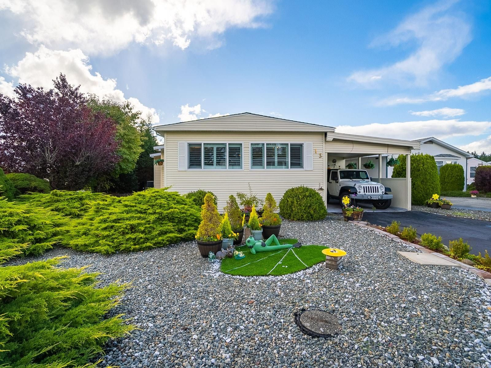 Main Photo: 13 6325 Metral Dr in Nanaimo: Na Pleasant Valley Manufactured Home for sale : MLS®# 887670