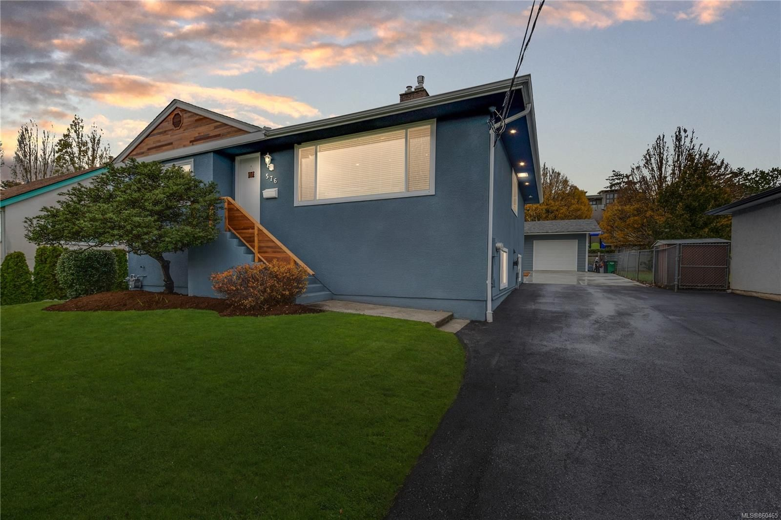 Main Photo: 576 Whiteside St in : SW Tillicum House for sale (Saanich West)  : MLS®# 860465