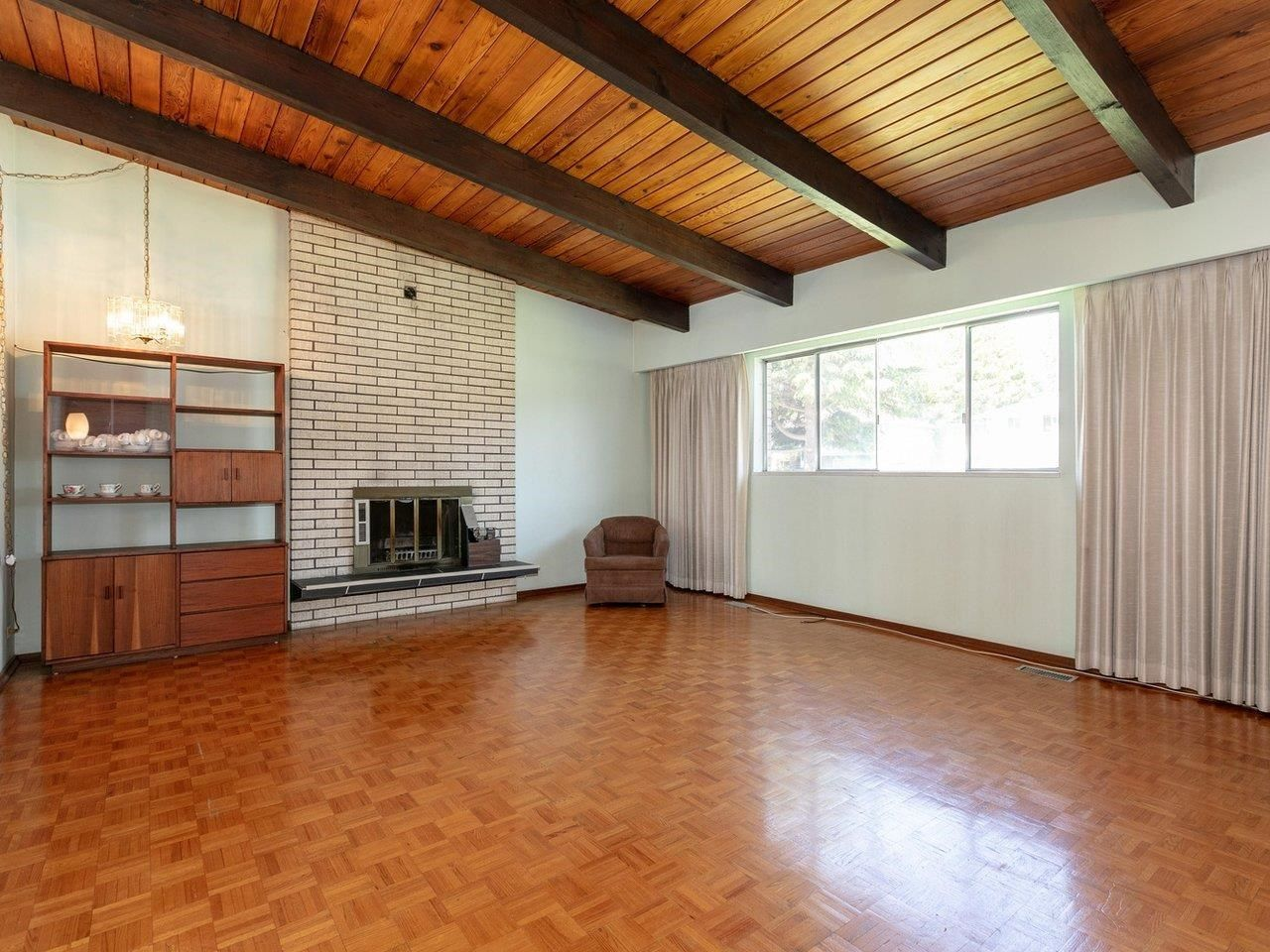 Photo 2: Photos: 6860 HYCREST Drive in Burnaby: Montecito House for sale (Burnaby North)  : MLS®# R2594917