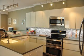 Photo 3: 306 2577 WILLOW STREET in : Fairview VW Condo for sale (Vancouver West)  : MLS®# V990400