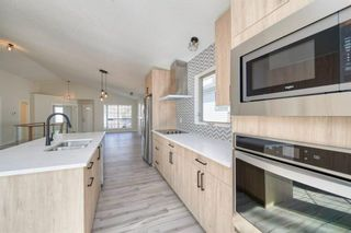 Photo 3: 3597 Douglas Woods Heights SE in Calgary: Douglasdale/Glen Detached for sale : MLS®# A1089528