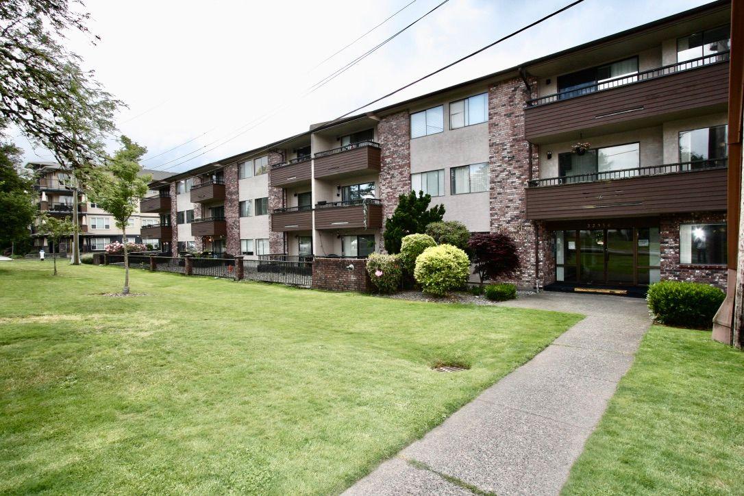 Main Photo: 110 33956 Essendene Avenue in Abbotsford: Condo for sale : MLS®# R2586250