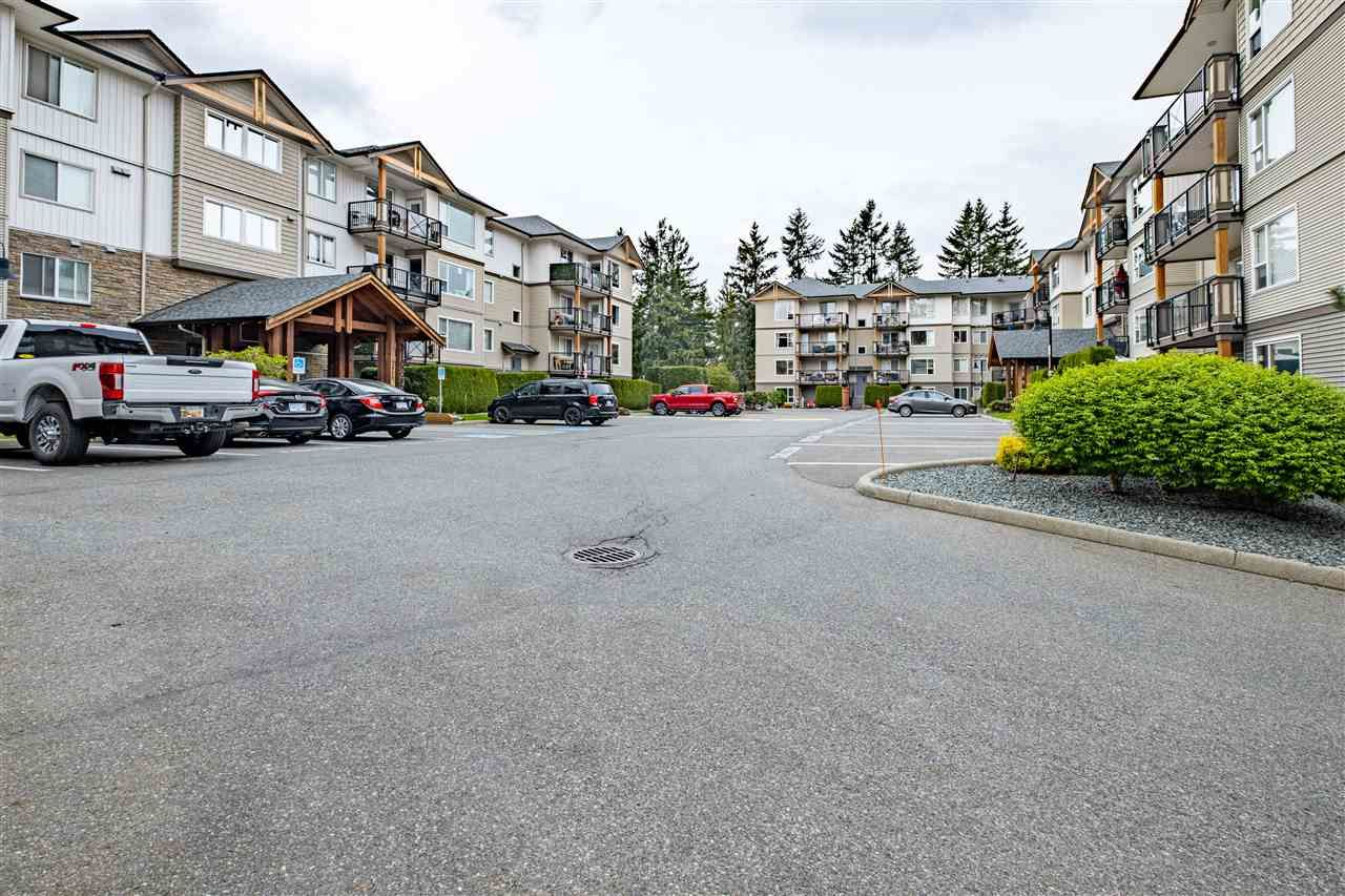 """Main Photo: 416 2955 DIAMOND Crescent in Abbotsford: Abbotsford West Condo for sale in """"WESTWOOD"""" : MLS®# R2572304"""