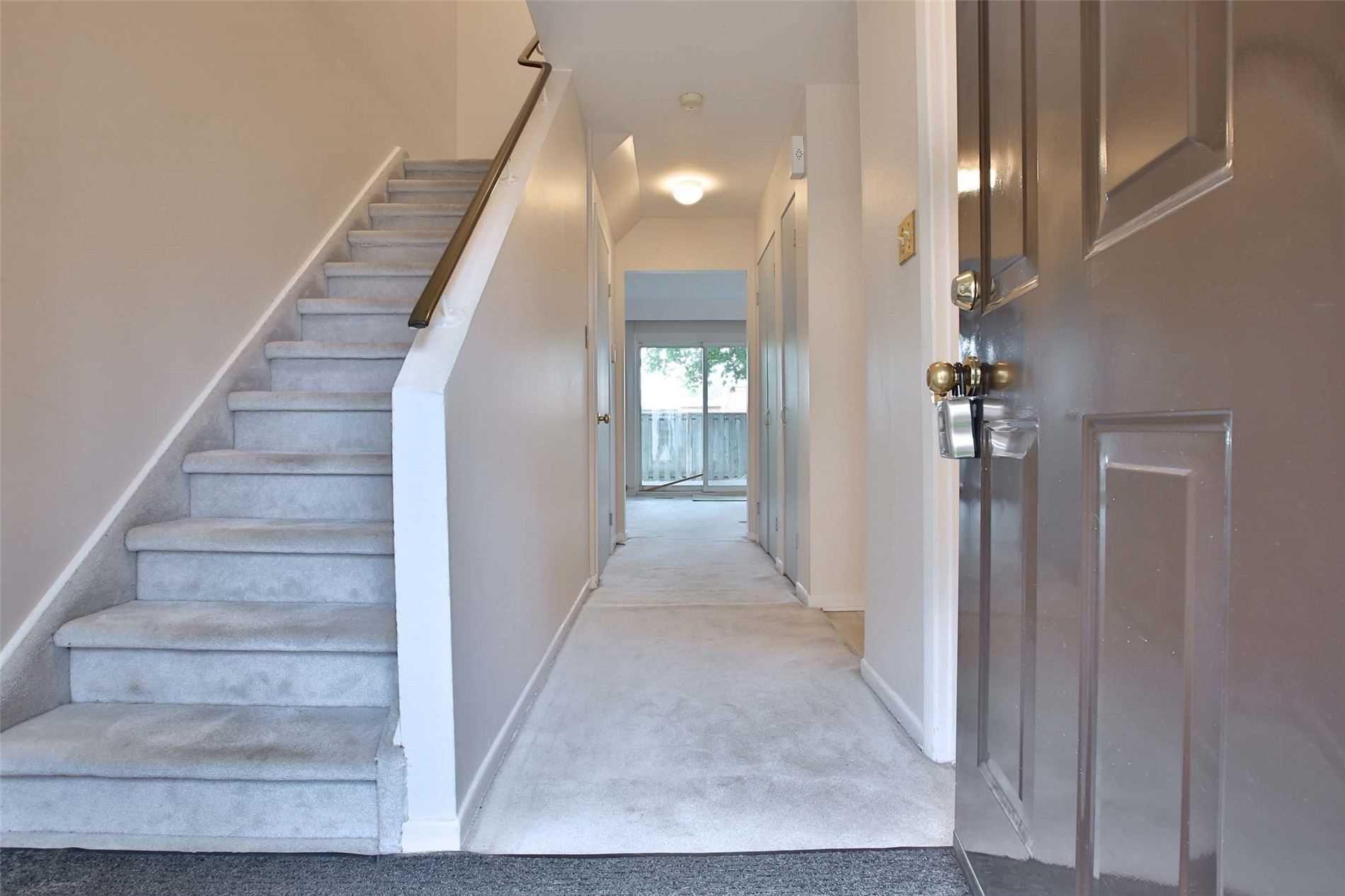 Photo 3: Photos: 8 695 Birchmount Road in Toronto: Kennedy Park Condo for sale (Toronto E04)  : MLS®# E4600623