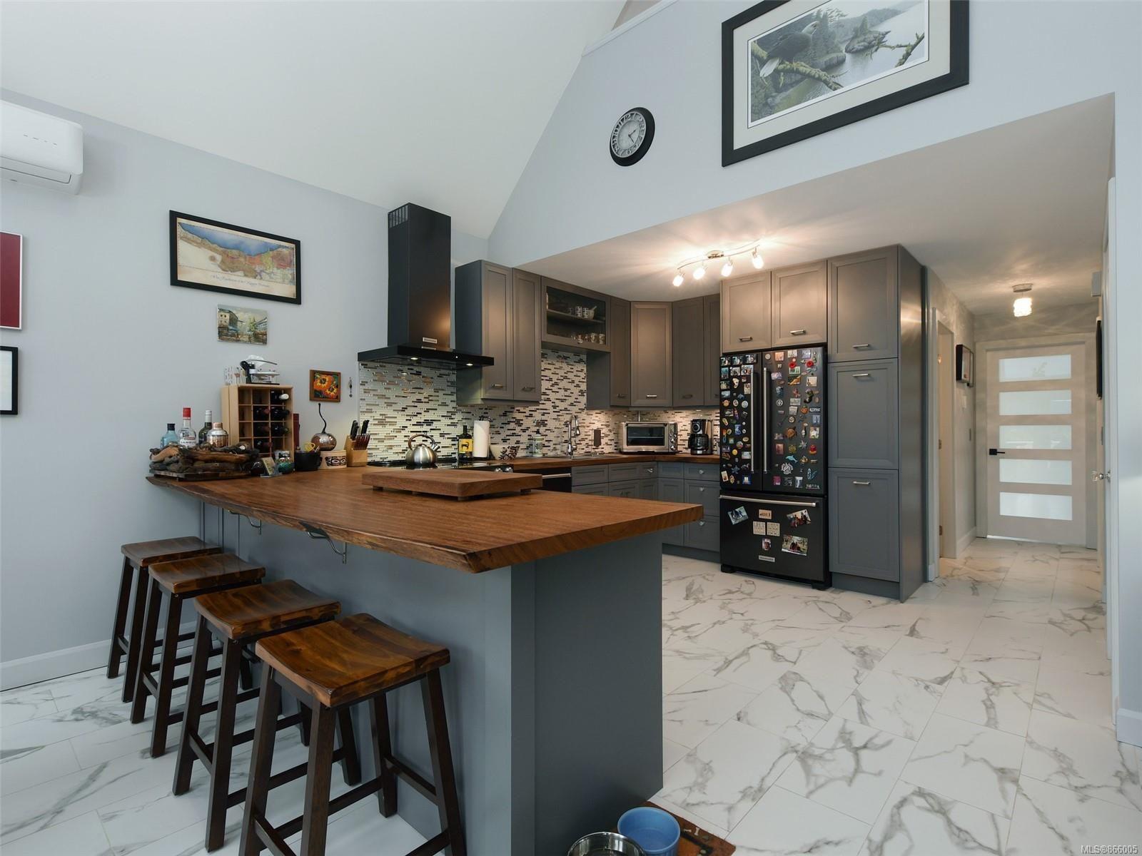 Photo 7: Photos: 5739 Siasong Rd in : Sk Saseenos House for sale (Sooke)  : MLS®# 866005