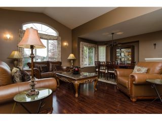 Photo 2: 19916 FAIRFIELD Avenue in Pitt Meadows: South Meadows House for sale : MLS®# R2010942