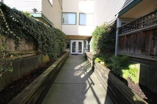 """Photo 3: 404 509 CARNARVON Street in New Westminster: Downtown NW Condo for sale in """"HILLSIDE PLACE"""" : MLS®# R2226244"""