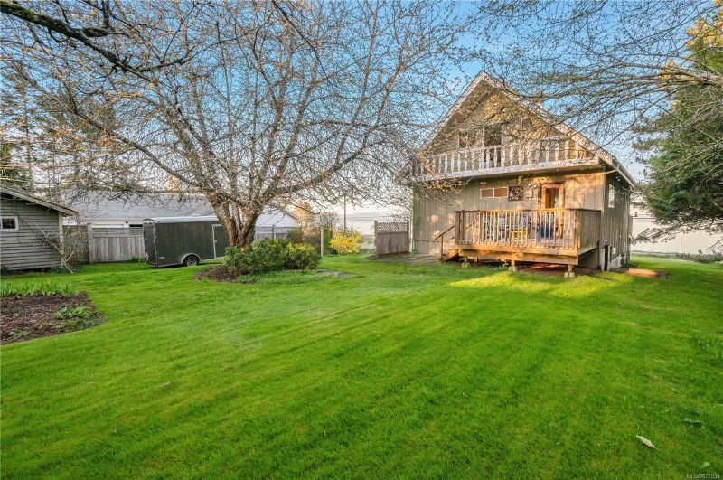 FEATURED LISTING: 3820 Island Hwy South