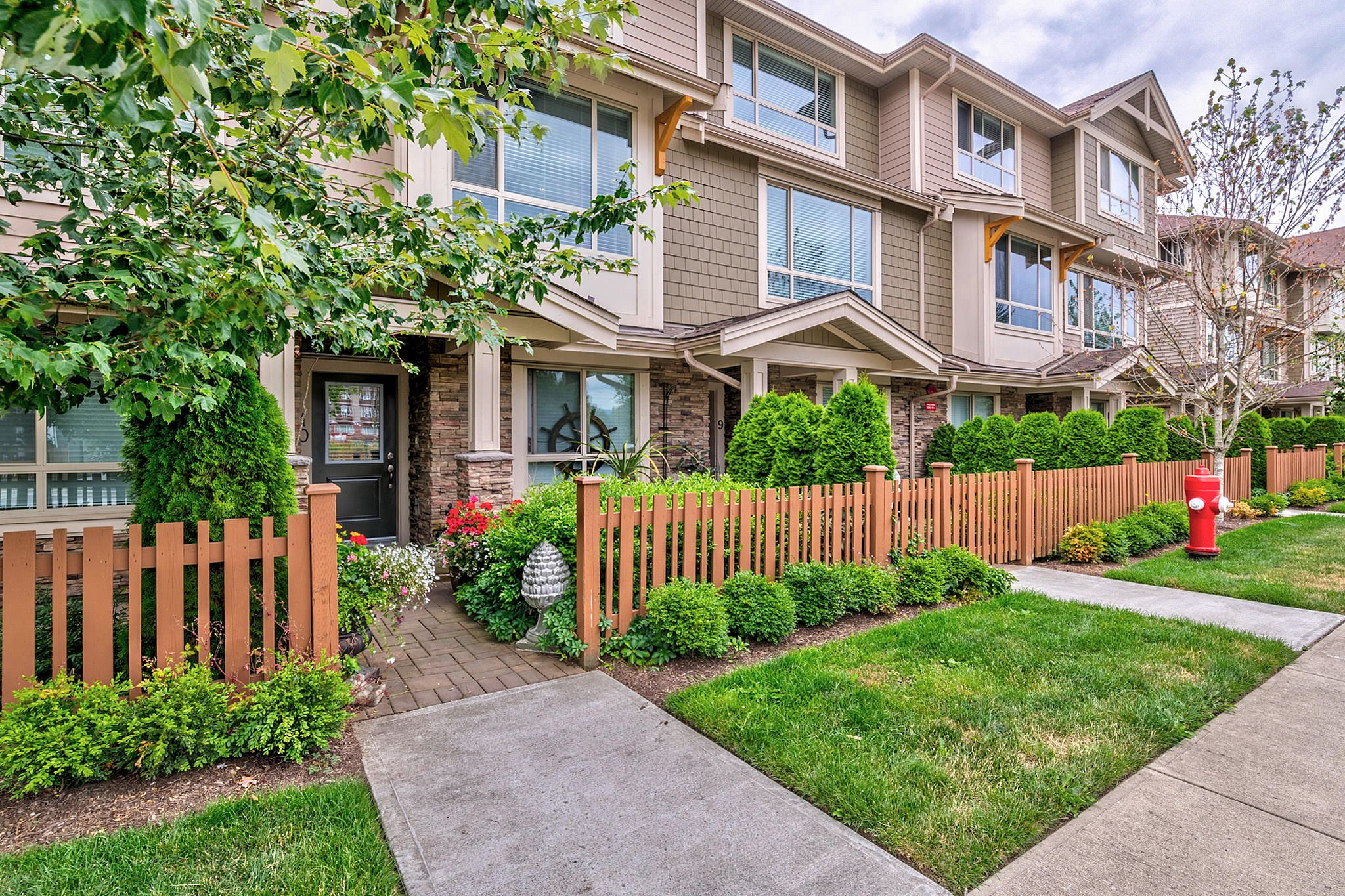 Photo 3: Photos: 10 19742 55A Street in Langley: Langley City Townhouse for sale : MLS®# R2388093