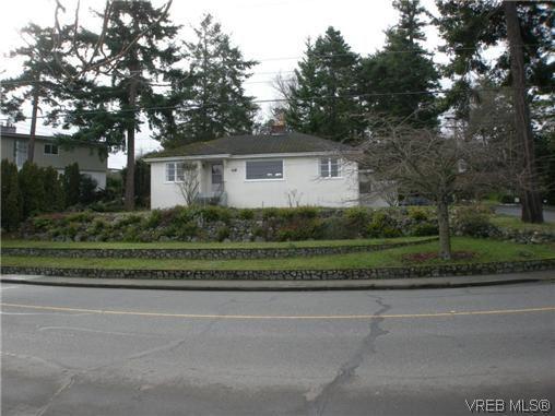 Main Photo: 1477 Fairfield Rd in Victoria: Vi Fairfield West House for sale : MLS®# 303913
