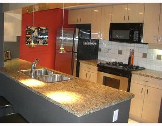 """Photo 3: 2F 1067 MARINASIDE Crescent in Vancouver: False Creek North Condo for sale in """"QUAYWEST"""" (Vancouver West)  : MLS®# V710459"""