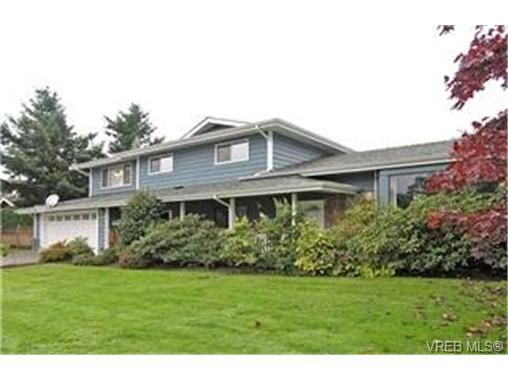 Main Photo: 4132 Mariposa Hts in VICTORIA: SW Strawberry Vale House for sale (Saanich West)  : MLS®# 419041