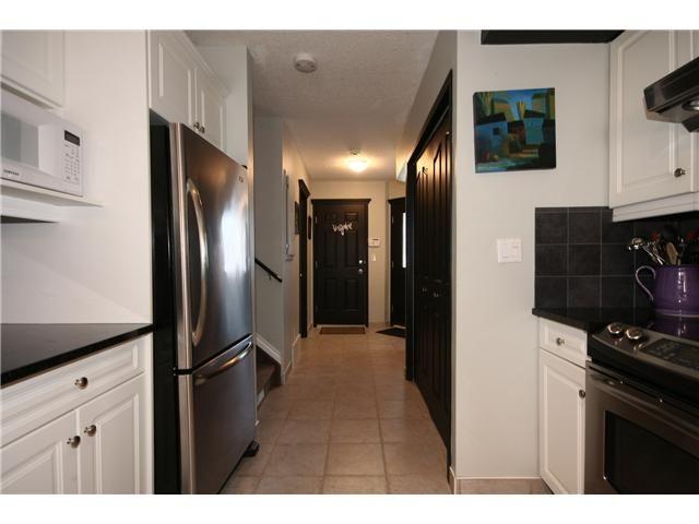Photo 3: Photos: 1425 1 Street NE in CALGARY: Crescent Heights Townhouse for sale (Calgary)  : MLS®# C3550740
