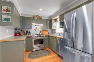 """Photo 2: 139 E 24TH Avenue in Vancouver: Main House for sale in """"MAIN STREET"""" (Vancouver East)  : MLS®# R2286100"""