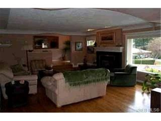 Photo 4: 910 Parklands Dr in VICTORIA: Es Gorge Vale House for sale (Esquimalt)  : MLS®# 315948