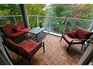 "Photo 13: 205 8420 JELLICOE Street in Vancouver: Fraserview VE Condo for sale in ""BOARDWALK"" (Vancouver East)  : MLS®# V1090998"