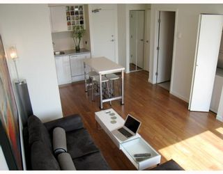 """Photo 2: 703 131 REGIMENT Square in Vancouver: Downtown VW Condo for sale in """"SPECTRUM"""" (Vancouver West)  : MLS®# V786858"""