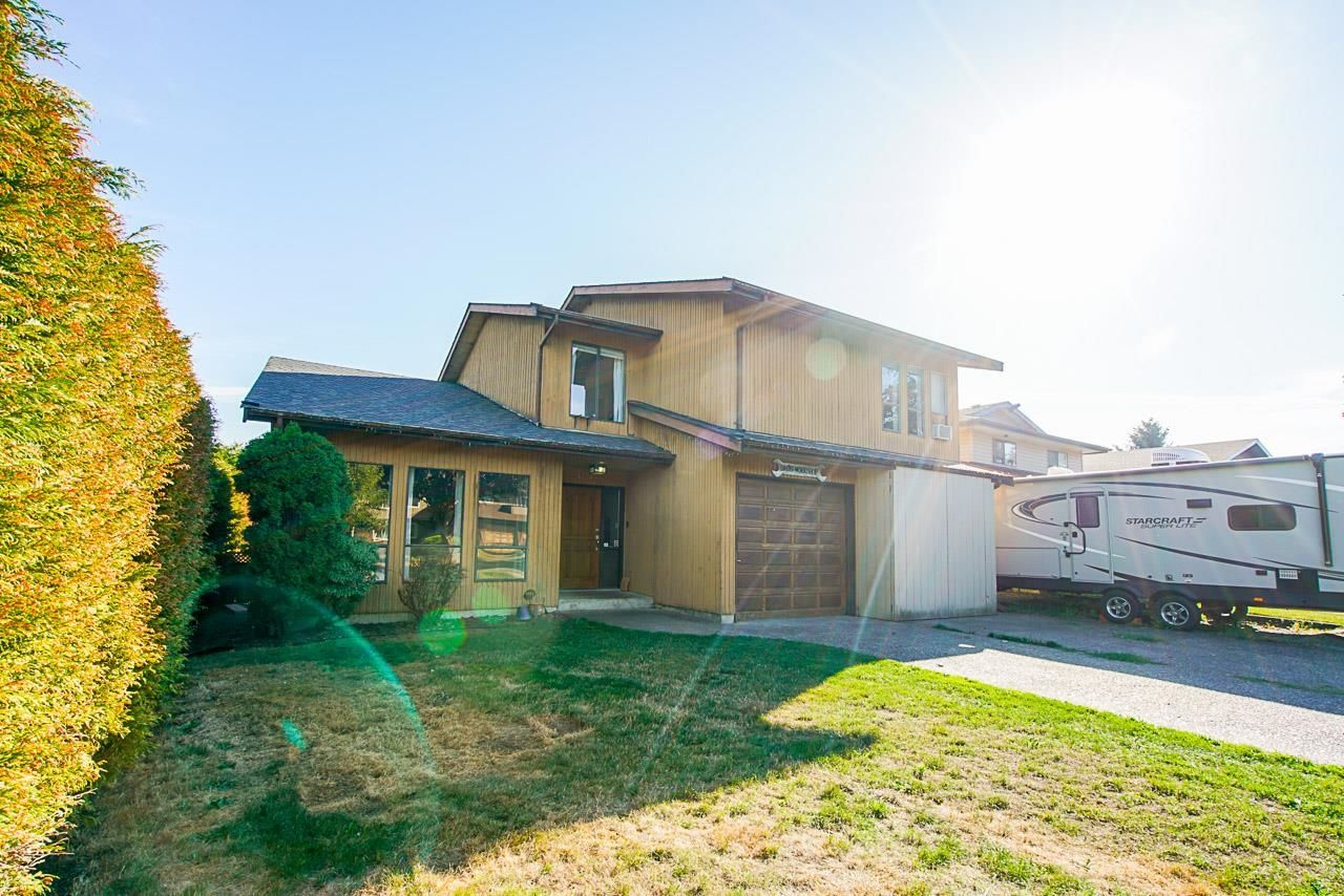 Main Photo: 3748 BALSAM Crescent in Abbotsford: Central Abbotsford House for sale : MLS®# R2616241
