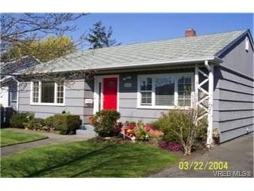 Main Photo: 1892 Neil St in VICTORIA: SE Camosun House for sale (Saanich East)  : MLS®# 333465
