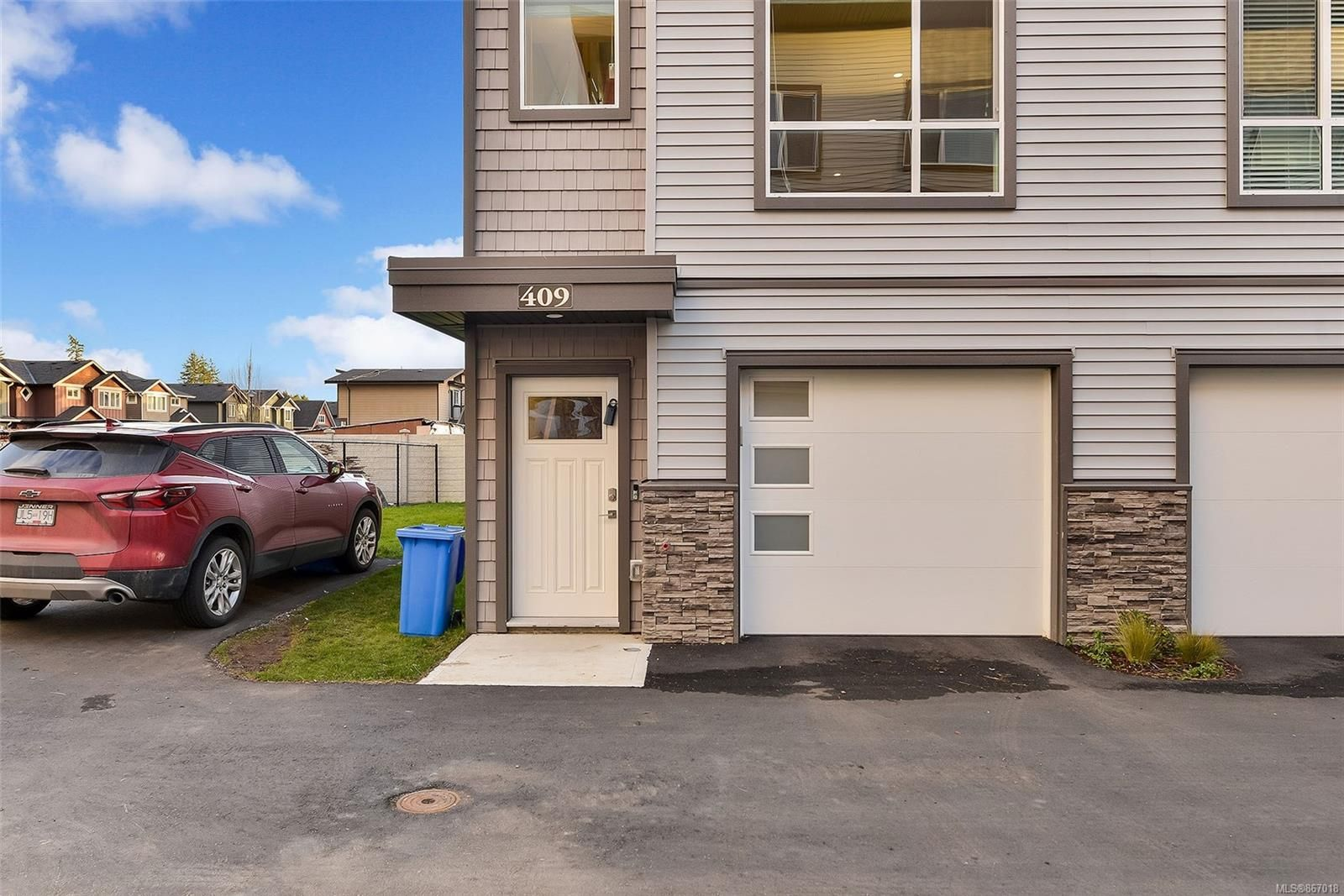 Main Photo: 409 3351 Luxton Rd in : La Happy Valley Row/Townhouse for sale (Langford)  : MLS®# 867018