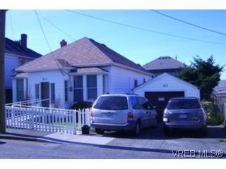 Photo 1: 812 Russell St in VICTORIA: VW Victoria West House for sale (Victoria West)  : MLS®# 508602