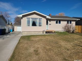 Photo 1: 118 Waterloo Crescent in Saskatoon: East College Park Residential for sale : MLS®# SK851891