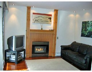 """Photo 2: 106 2133 DUNDAS Street in Vancouver: Hastings Condo for sale in """"HARBOUR GATE"""" (Vancouver East)  : MLS®# V724232"""
