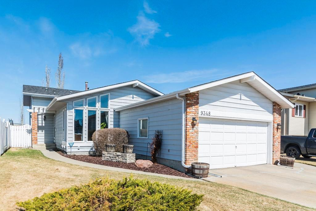 Main Photo: 9348 180A Avenue NW in Edmonton: Zone 28 House for sale : MLS®# E4240448