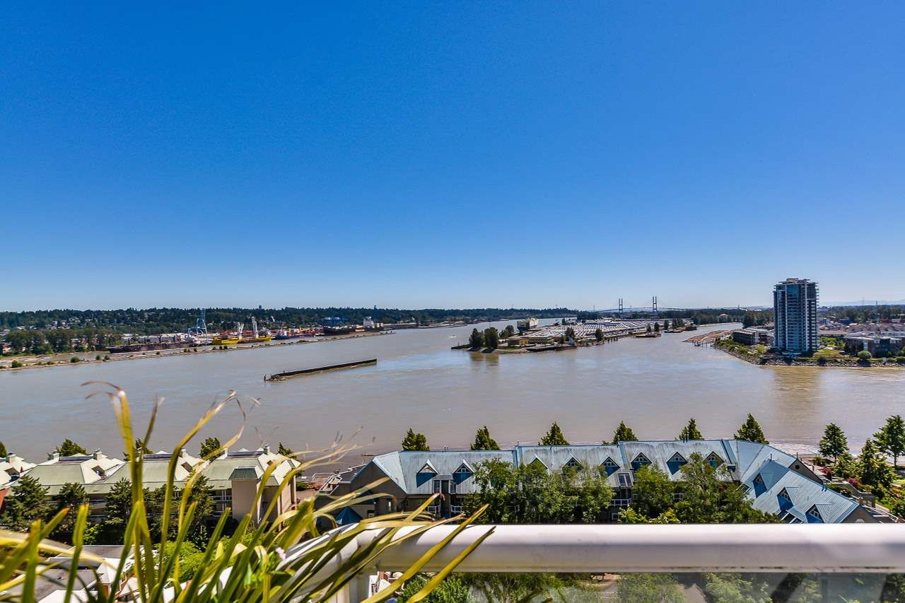 "Main Photo: 1704 1065 QUAYSIDE Drive in New Westminster: Quay Condo for sale in ""QUAYSIDE TOWER II"" : MLS®# R2181912"