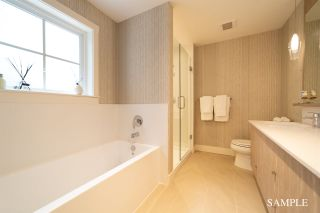 """Photo 3: 37 11188 72 Avenue in Delta: Sunshine Hills Woods Townhouse for sale in """"Chelsea Gate"""" (N. Delta)  : MLS®# R2430572"""